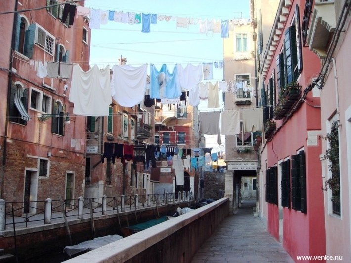 photo of Fondamenta del Rielo, Castello, Venice, with washing across the canal