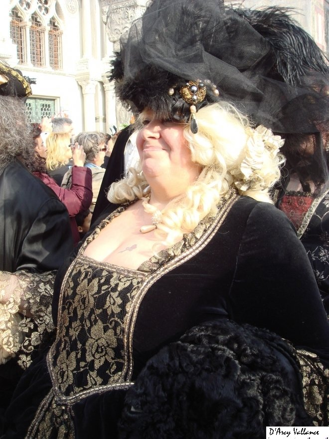 photo Venice Carnival historical costume lady in black